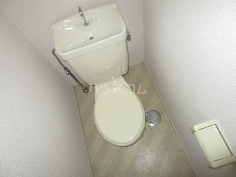 メゾンアイサン新津 101号室のトイレ
