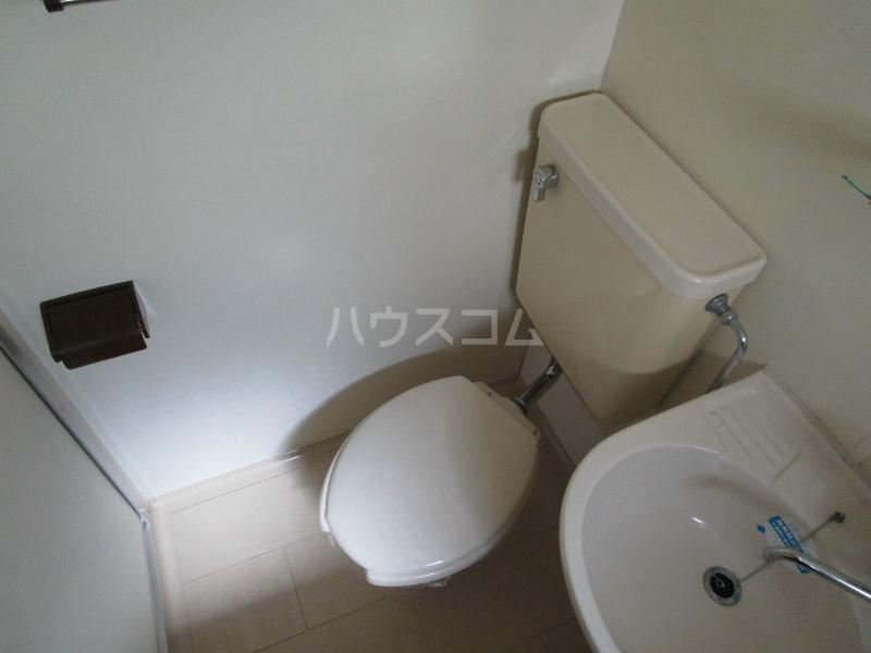 メゾン・ド・スターブル 101号室のトイレ
