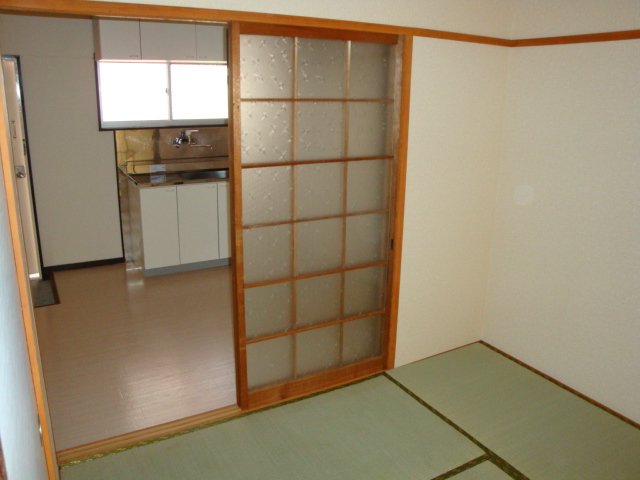 コーポ内山 201号室の居室