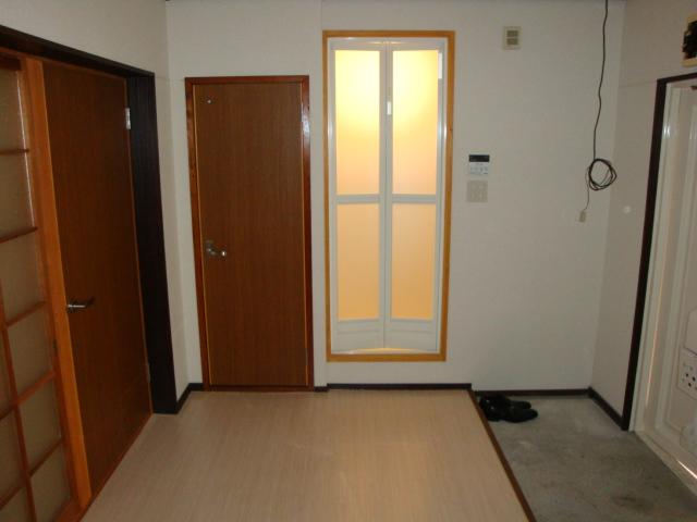 コーポ内山 201号室の玄関