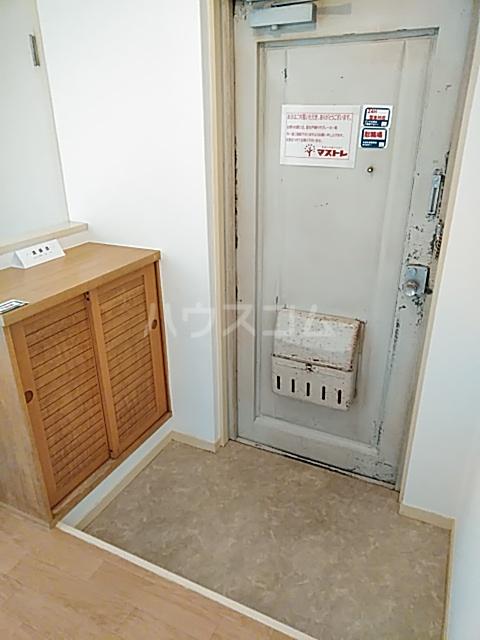 クオリティハイツ上島 301号室の玄関