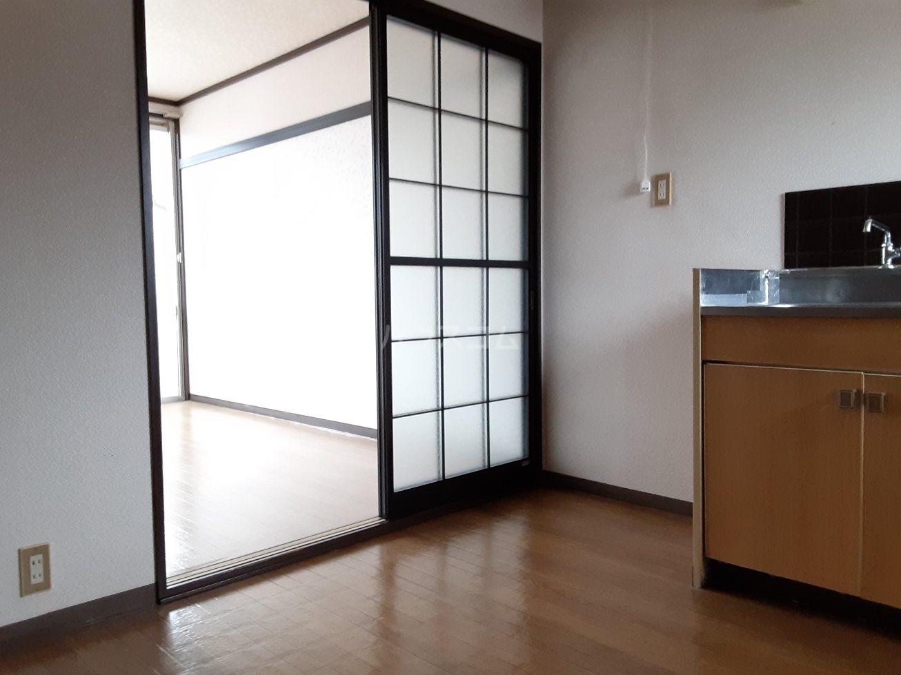 フォーブルサフラン A B203号室の居室
