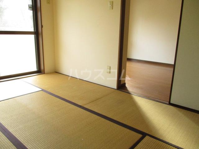 エコガーデン C棟 202号室の居室