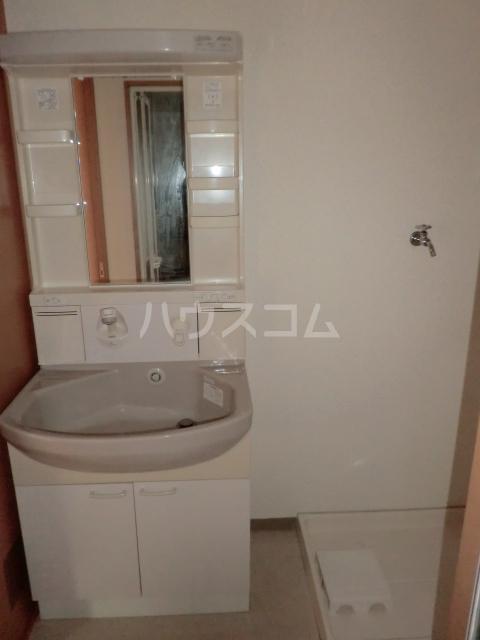 ベルドミール 102号室の洗面所