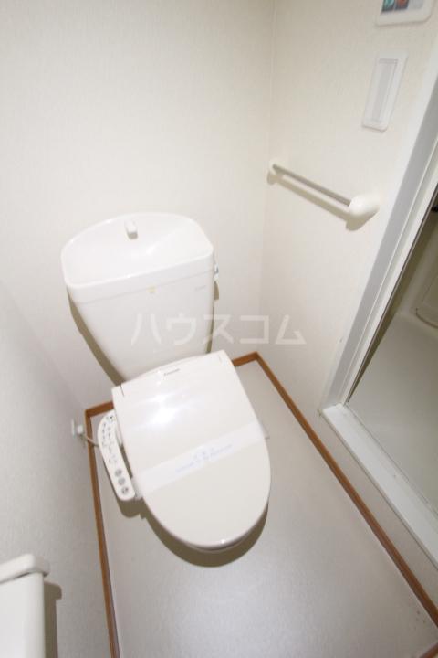 レオパレスKAZU 214号室のトイレ