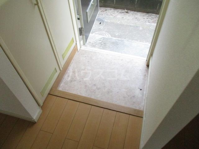 ハイムレジーナ 101号室の玄関