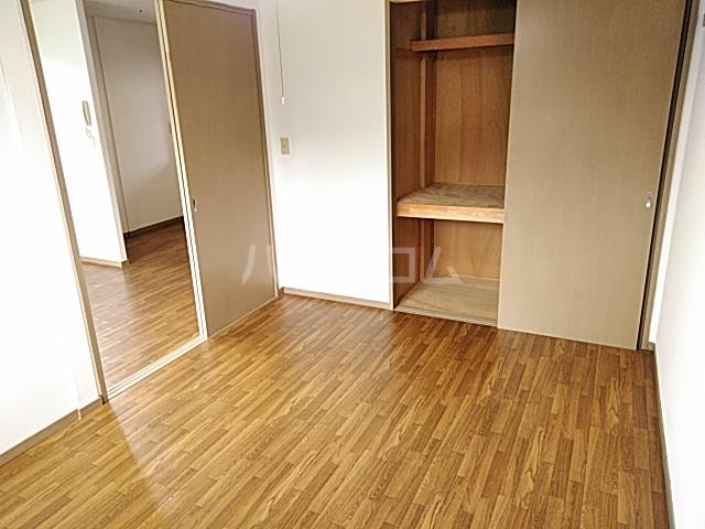 グリーンヒルズ E 203号室の居室