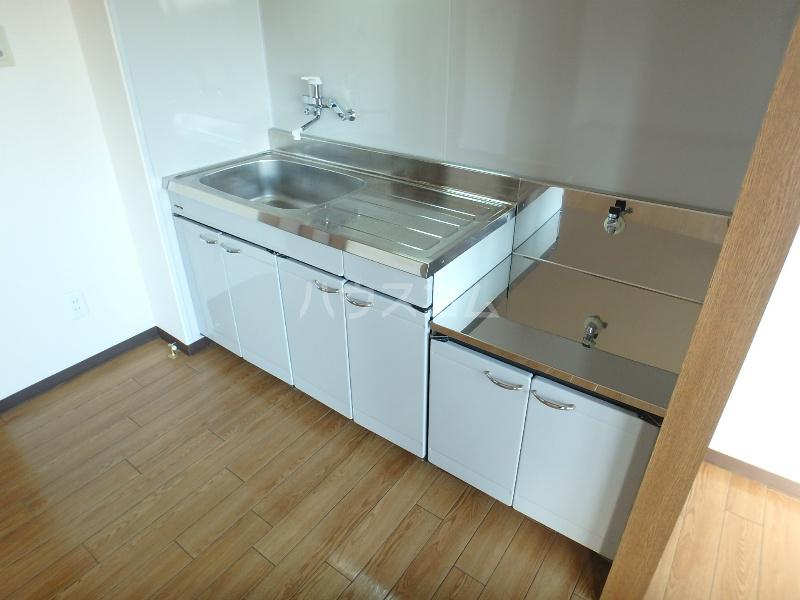 ラ・セフィーロⅦ 303号室のキッチン