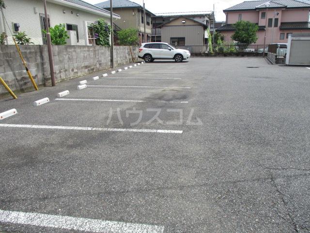 ヴィラフォーレA・B・C・D D-202号室の駐車場