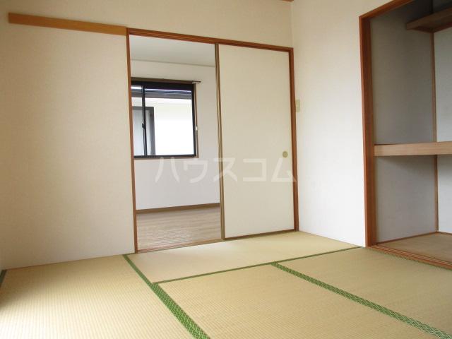 ヴィラフォーレA・B・C・D D-202号室の居室