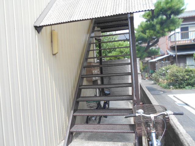 友和荘 12号室の玄関