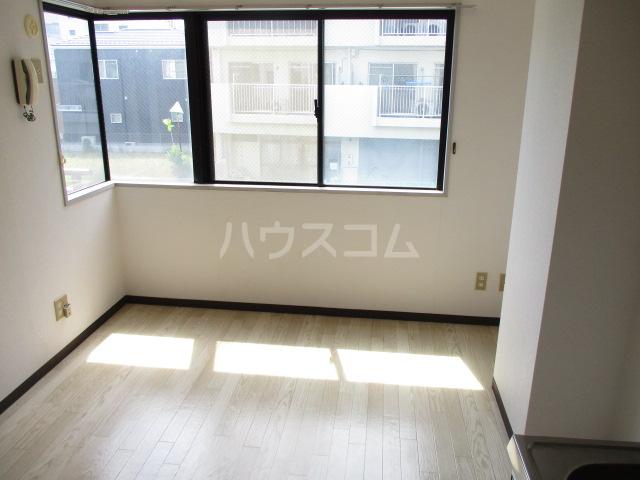 道場北マンション 203号室のリビング