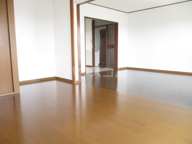 第一みつわ台ハイツ 502号室の居室