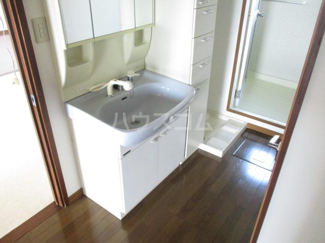 第一みつわ台ハイツ 502号室の洗面所