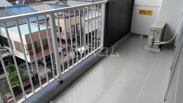 グランドステージNAKANO 402号室のバルコニー