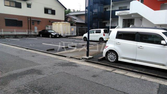 グランドステージNAKANO 402号室の駐車場