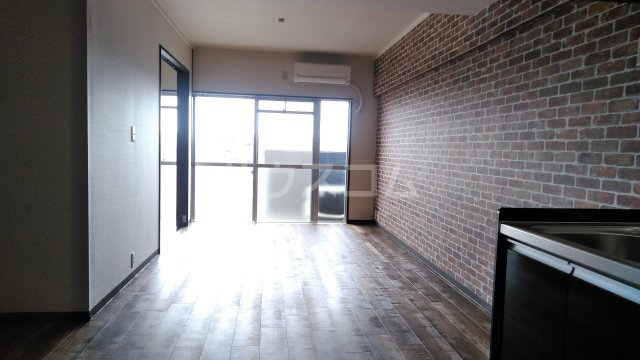 グランドステージNAKANO 402号室のリビング