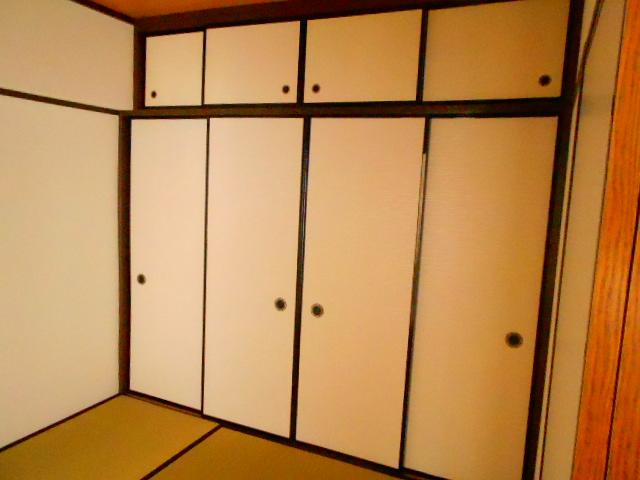 ラ・ポルト93 402号室の収納