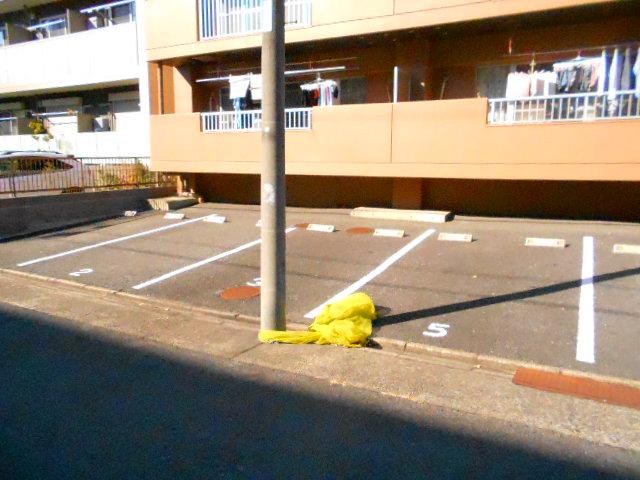 ラ・ポルト93 402号室の駐車場