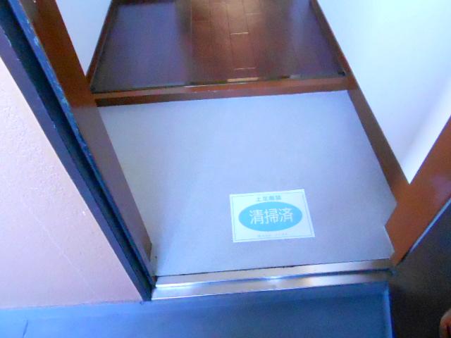 ラ・ポルト93 402号室の玄関
