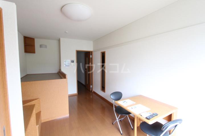 レオパレスKAZU 210号室の居室