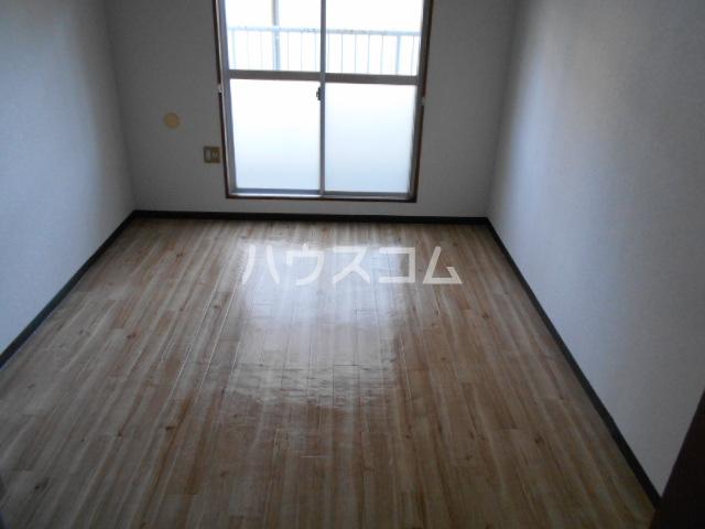 刈谷マンション 302号室のリビング
