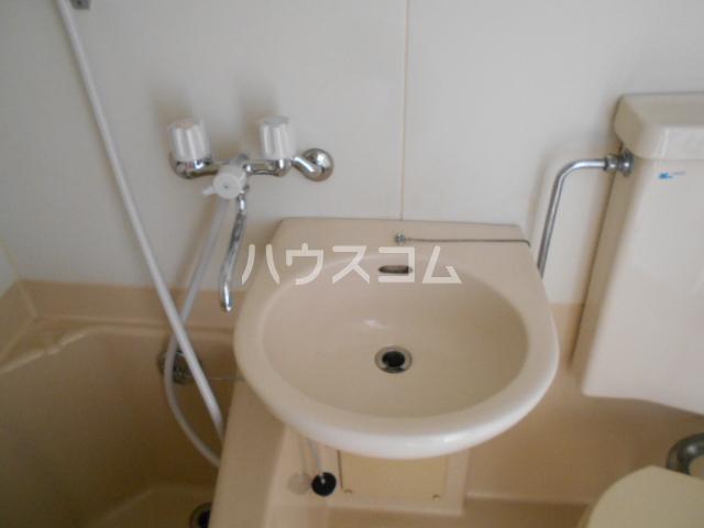 刈谷マンション 302号室の洗面所