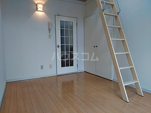 グランプラス桜 203号室のベッドルーム