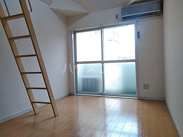 グランプラス桜 203号室のリビング