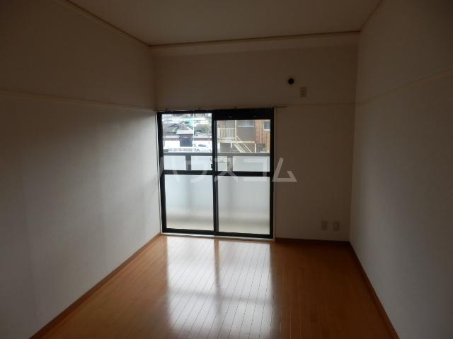 シャトーレ滝ノ水 2D号室のリビング