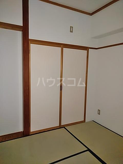 アルカディア曳馬 201号室の玄関