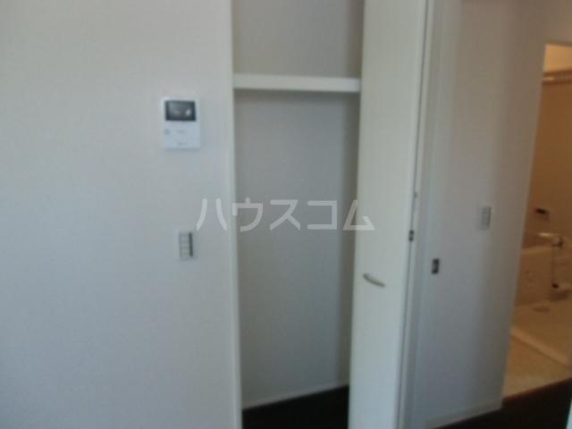 レセンテM 102号室の駐車場
