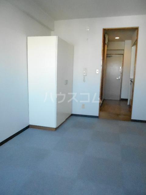 スチューデントハイツ伝馬 602号室のリビング