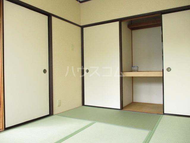 グリーンハイツ 2-202号室の居室