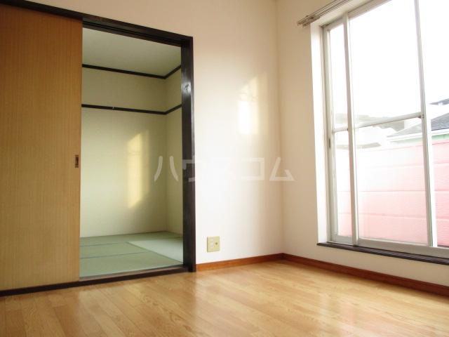 グリーンハイツ 2-202号室のリビング