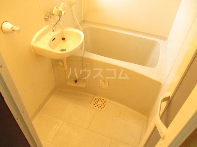 グリーンハイツ 2-202号室の風呂