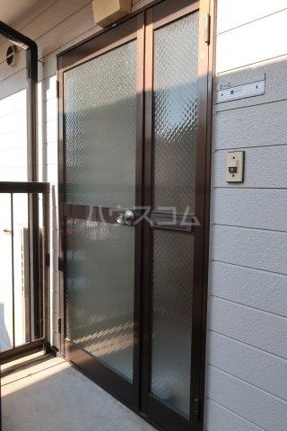 第2アベニュー日比野 2C号室の玄関