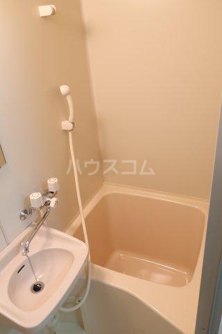 Pure Wing白鳥 306号室の風呂