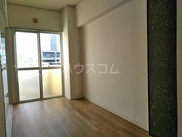 富善ビル 305号室の居室