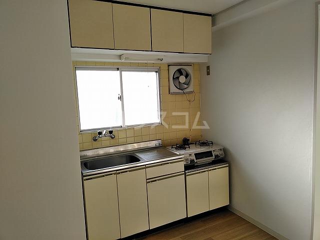 富善ビル 305号室のキッチン