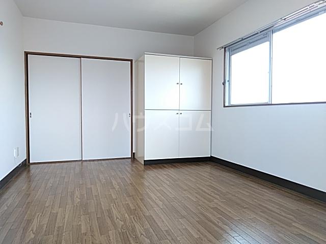 ディユラヴィーヌ 301号室のベッドルーム