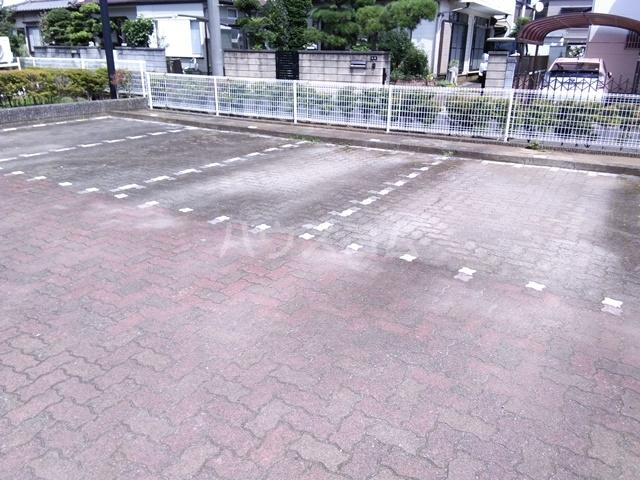 ユーロアベニュー四街道 A-101号室の駐車場
