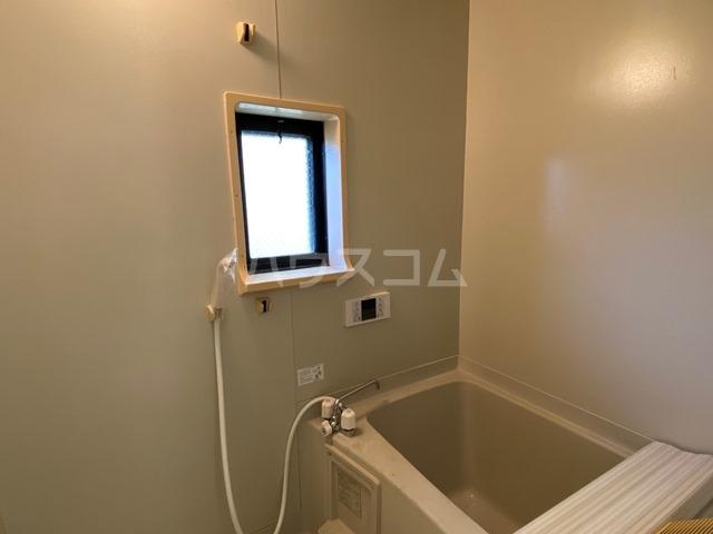 ユーロアベニュー四街道 A-101号室の風呂