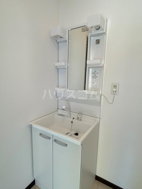 ユーロアベニュー四街道 A-101号室の洗面所