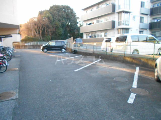 コーポナリタ 307号室の駐車場