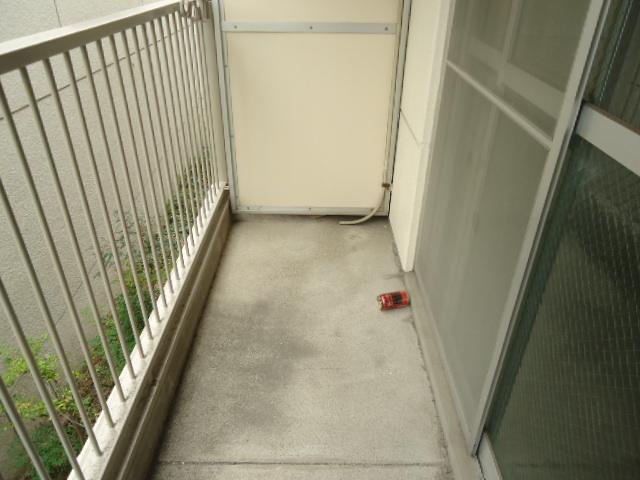 アーバンハイツNY 302号室のバルコニー