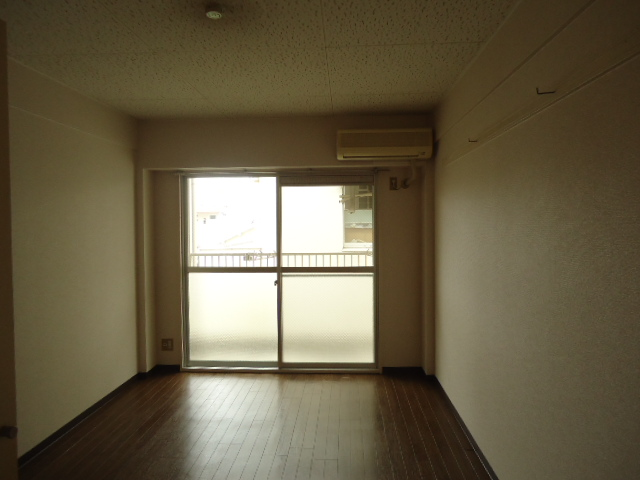 アーバンハイツNY 302号室のリビング