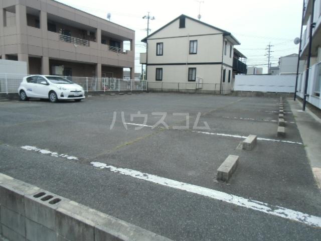 第2マンション久米 203号室の駐車場