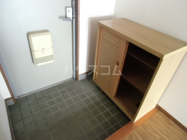 第2マンション久米 203号室の玄関