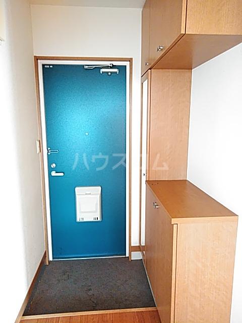 カトレア 303号室の玄関